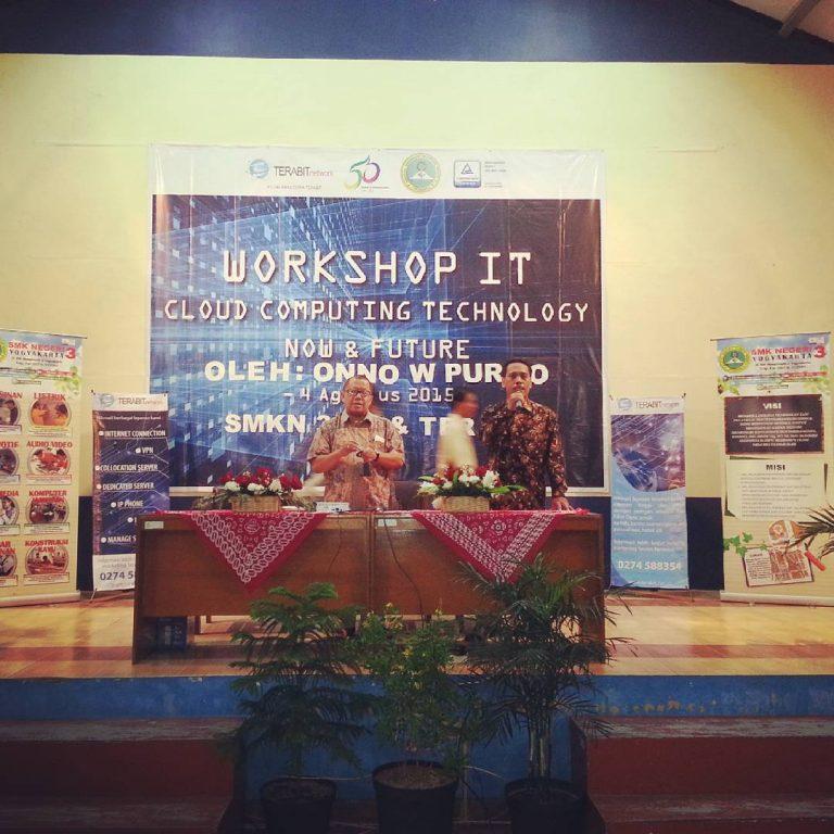 Seminar IT Onno W Purbo di SMK N 3 Yogyakarta