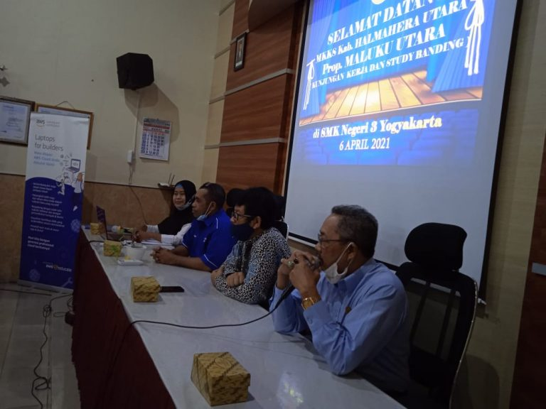 Kunjungan MKKS Kabupaten Halmahera, Maluku Utara ke SMK N 3 Yogyakarta