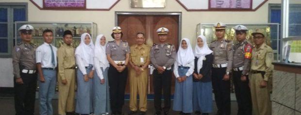 Sosialisasi Millenial Road Safety Ditlantas di Upacara SMK N 3 Yogyakarta